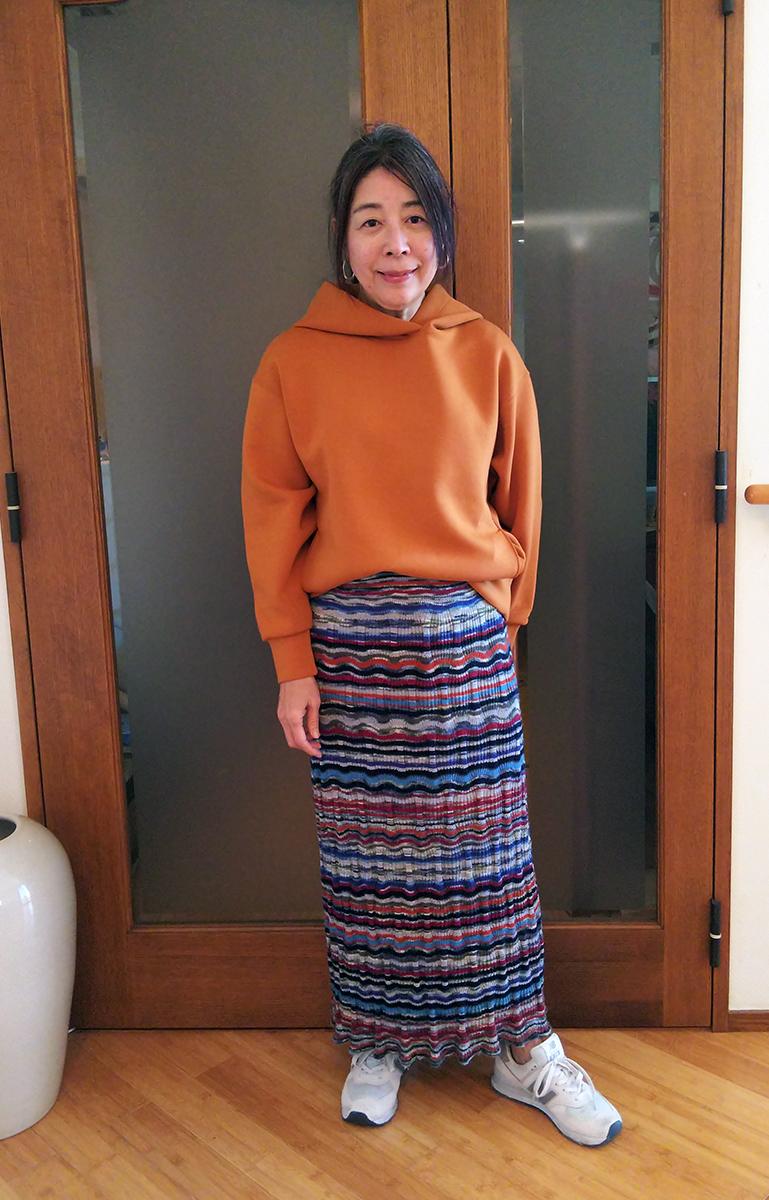 ミッソーニのニットスカートとのコーデ