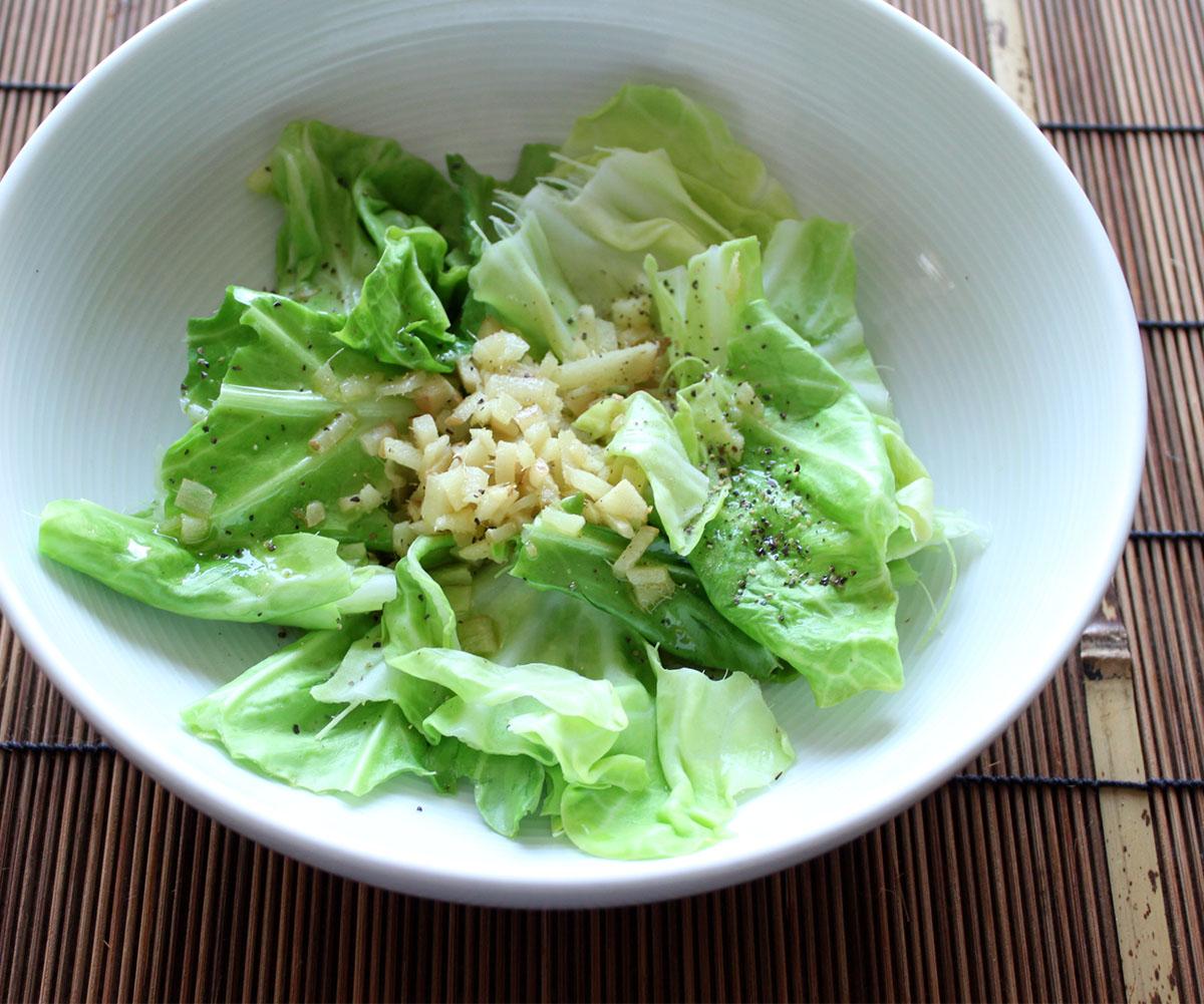 春キャベツと新ショウガの温サラダ