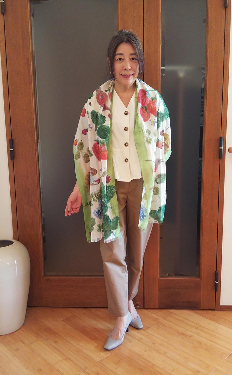 sasakihitomi/コットンシルクストール いちごとリスのコーデ