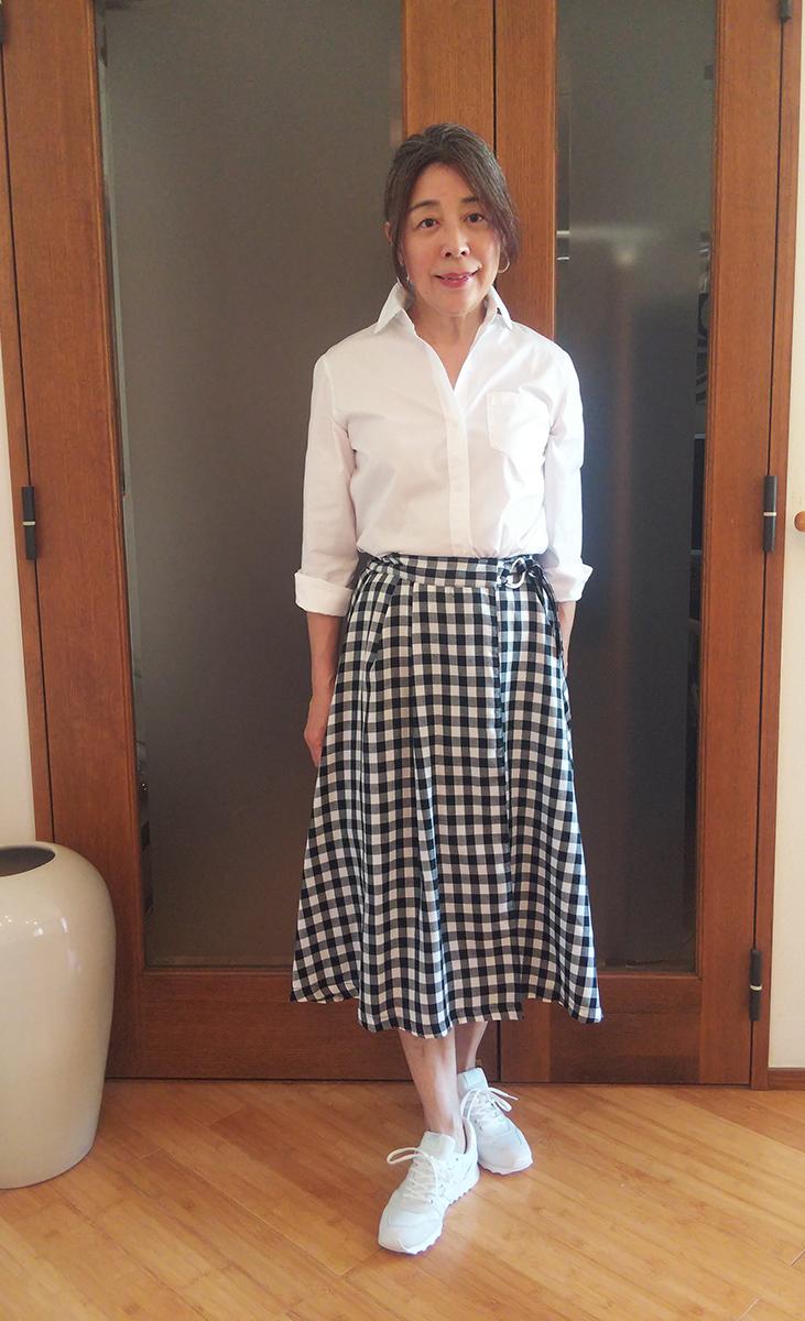 白黒チェックのフレアスカートとのコーデ