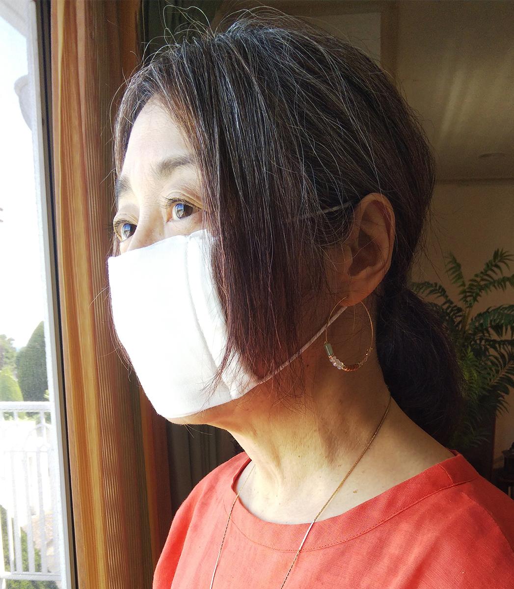 マスクから見えるアゴのライン