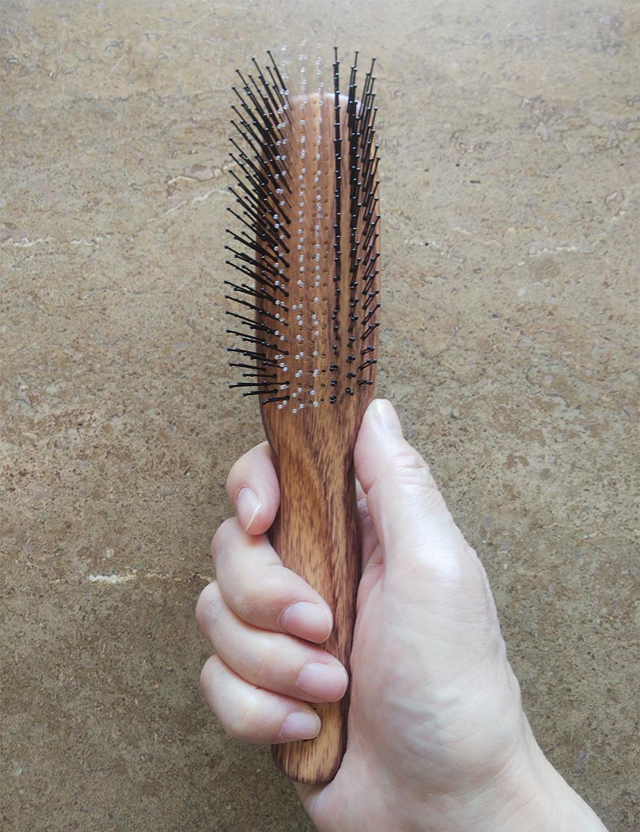 頭頂部を梳かすときの持ち方