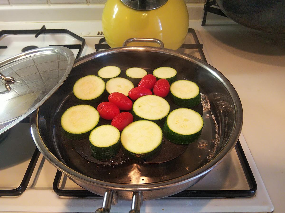 ベーコンプレス蒸し台で野菜の蒸し料理
