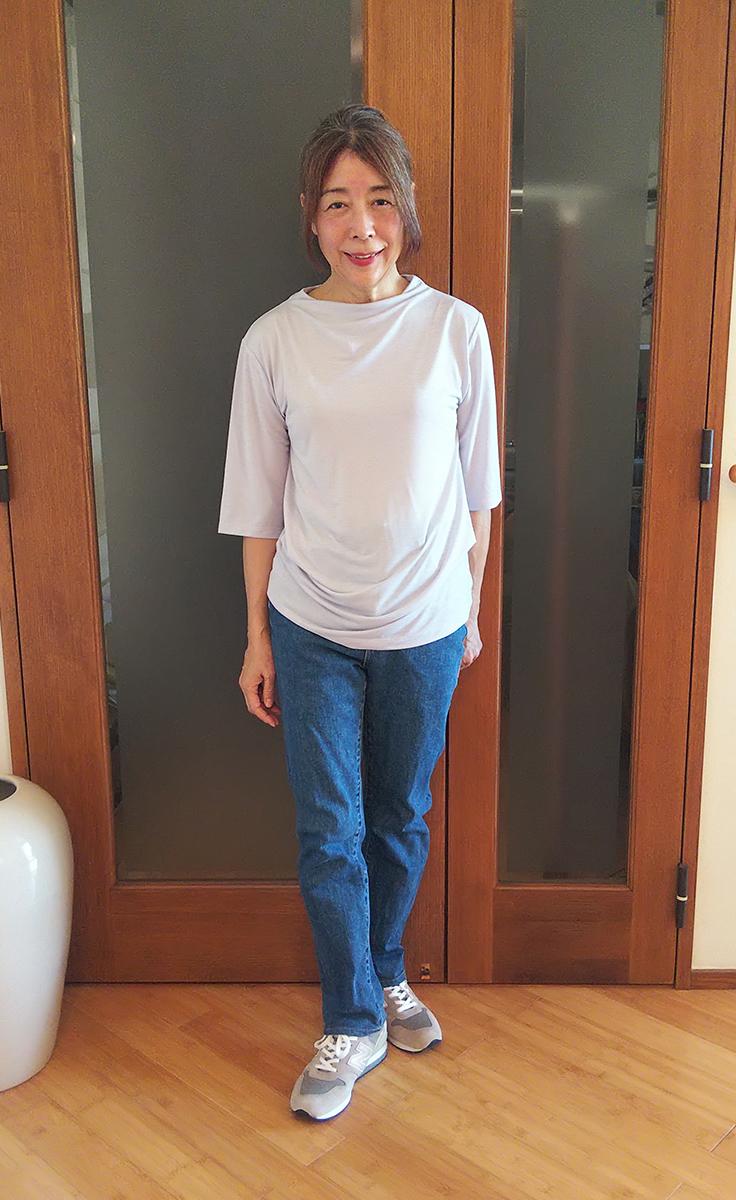 UVスラブ・ファネルネック/5分袖とジーンズ