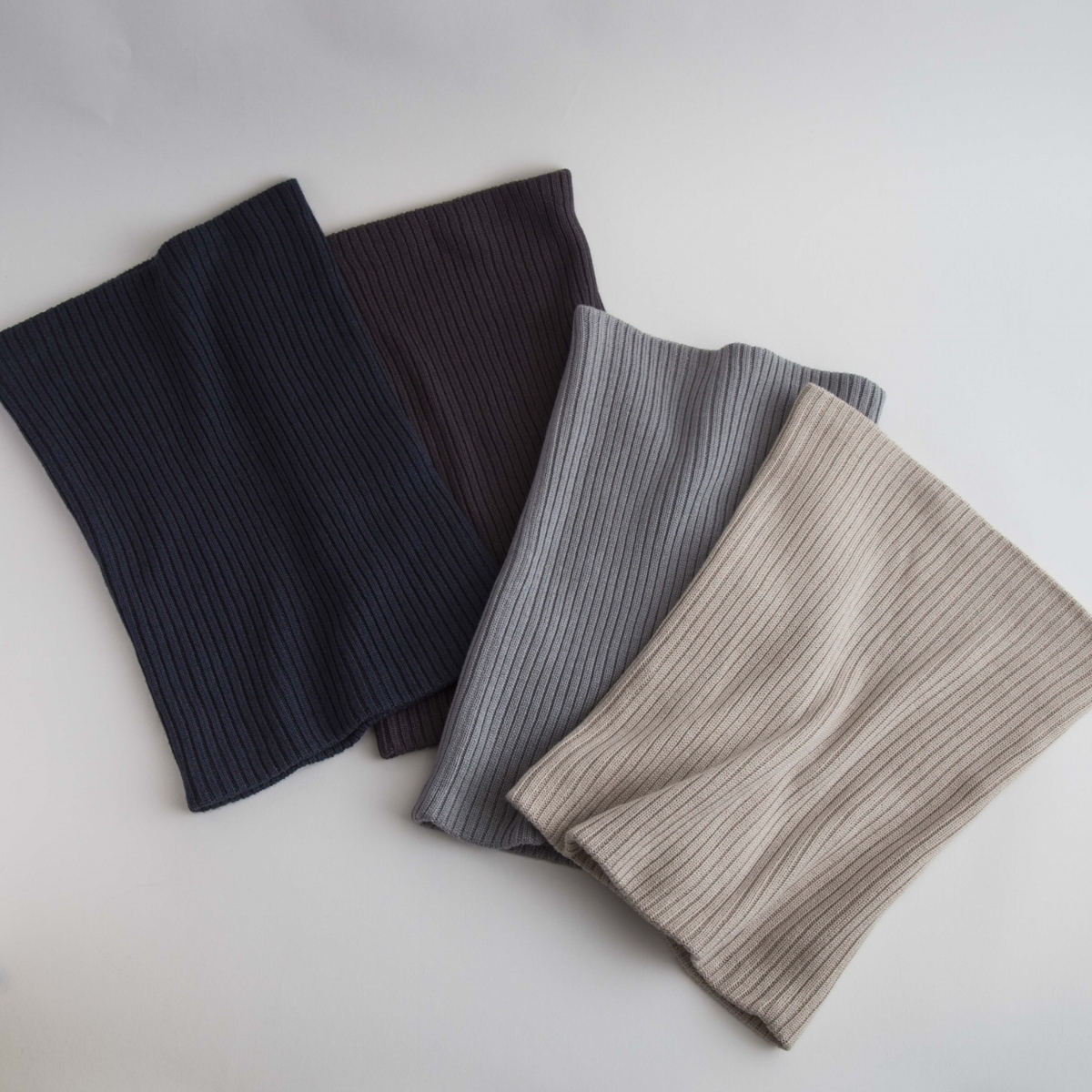 DRESS HERSELF/シルクカシミヤネックウォーマーのカラー