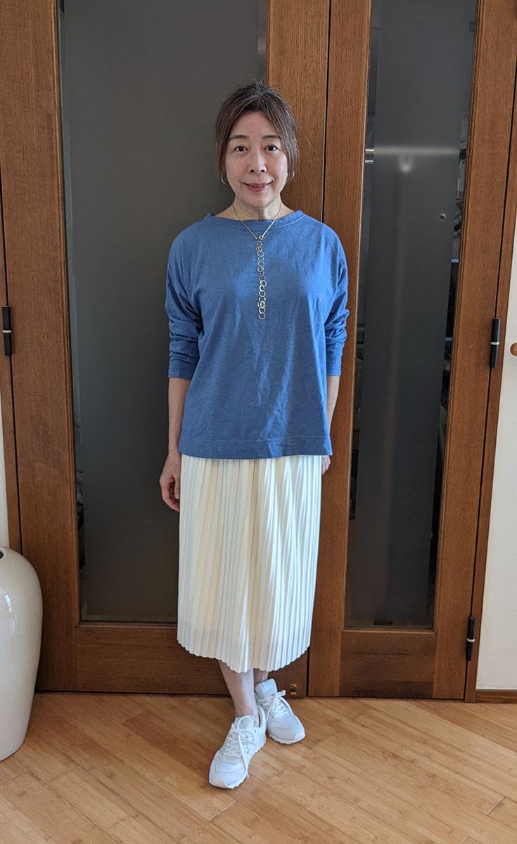 カットソーとプリーツスカート