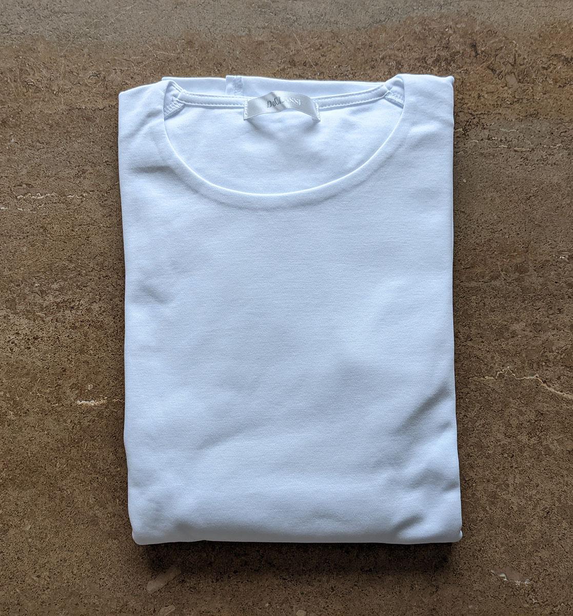 新品の白Tシャツ