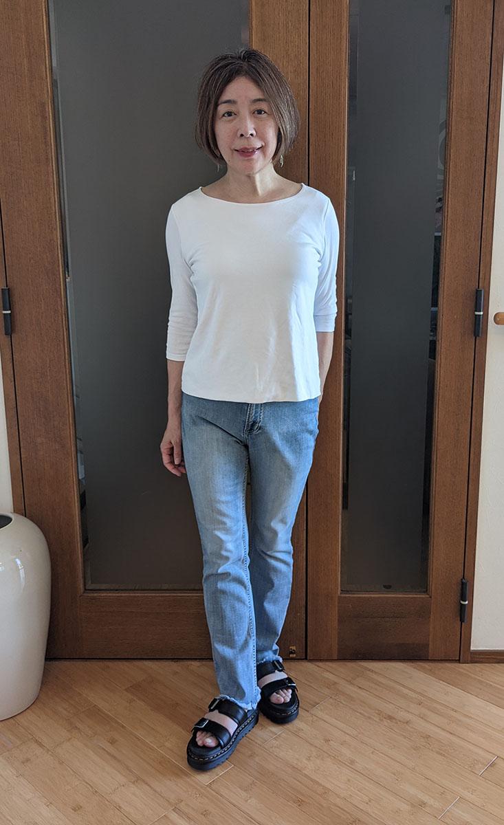 ジーンズと白Tシャツ