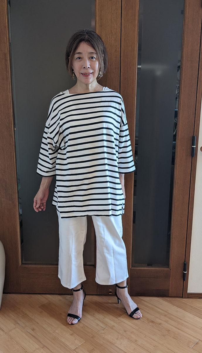 ボーダーシャツとホワイトデニムのコーデ