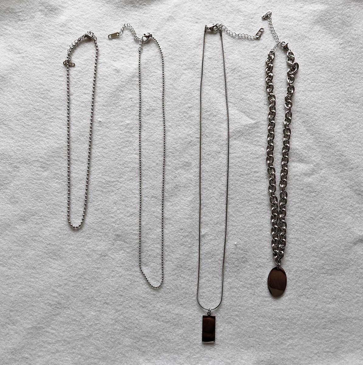 4本のネックレス