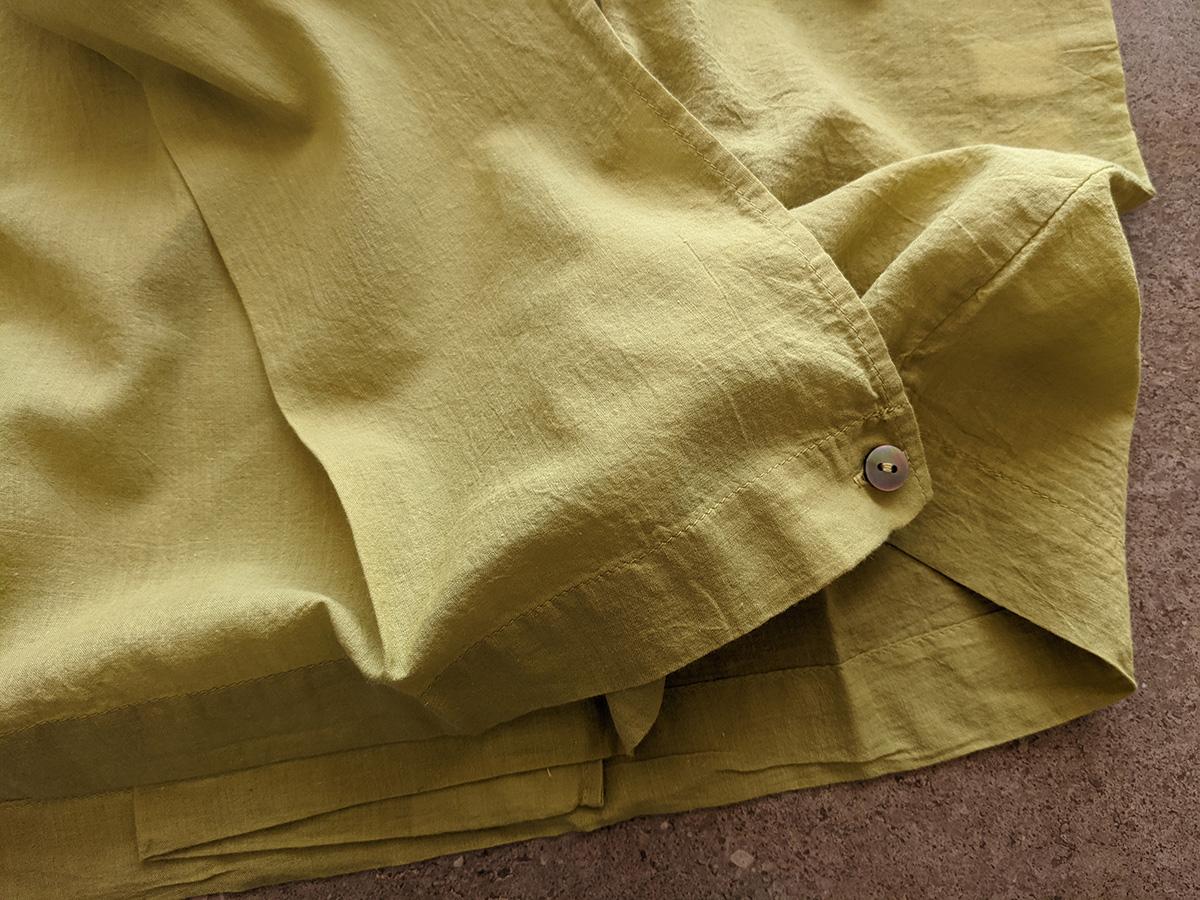 裾のボタン