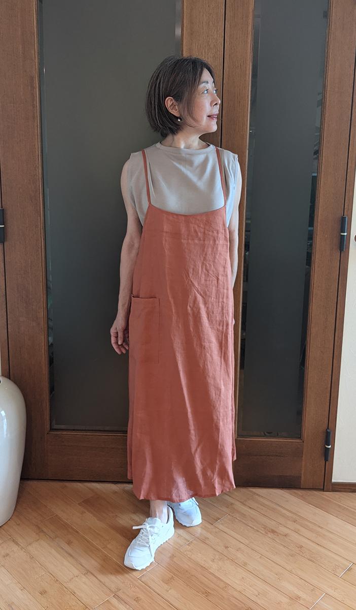 21番リネン・エプロンキャミドレスとのコーデ