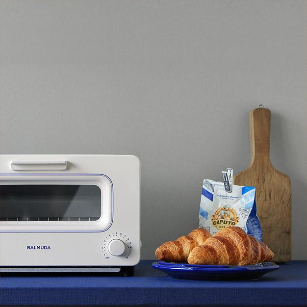 バルミューダのトースターホワイト×ブルー