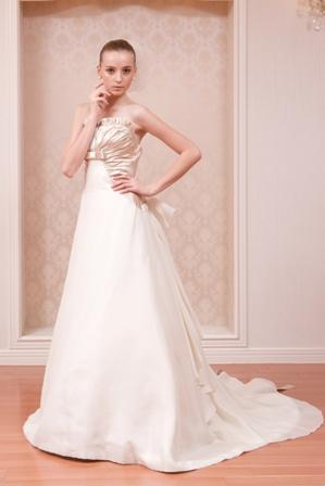 PETER LANGNER ウェディングドレスの人気ブランド5選 で使用する画像