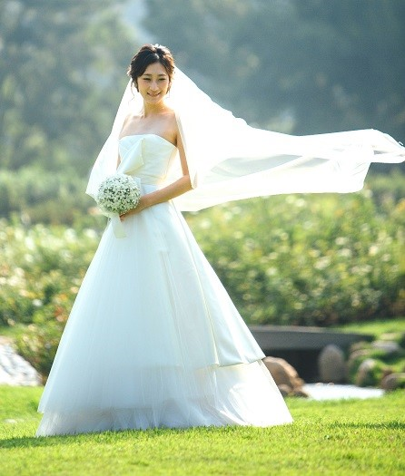 David Fielden ウェディングドレスの人気ブランド5選 で使用する画像