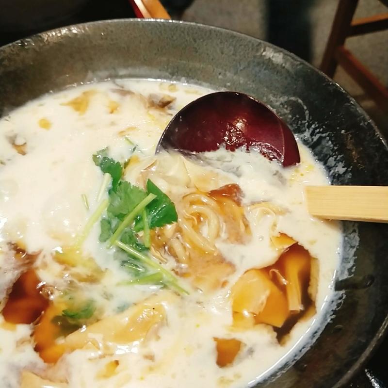 上野市駅前にある九菴という名前のうどん屋の湯葉豆乳うどん