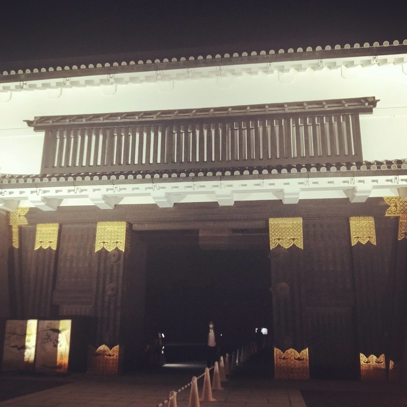 二条城の門の夜の様子