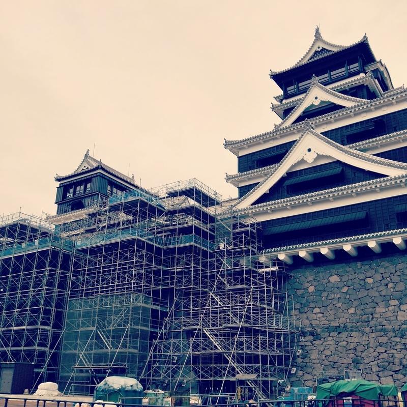 熊本城に組まれた足場