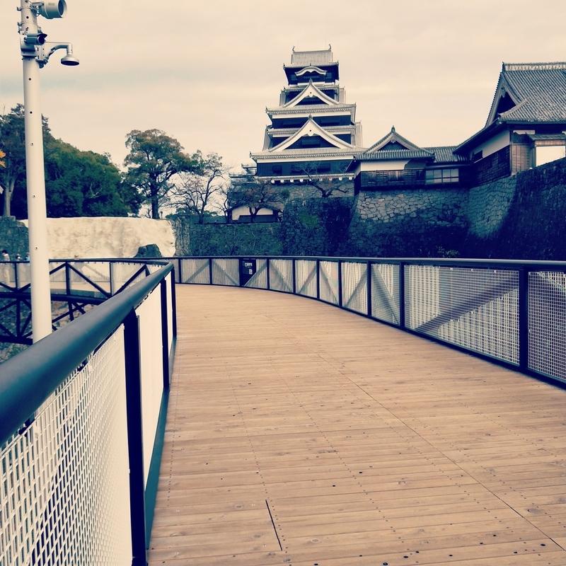 熊本城の復旧工事の様子を見学するための見学通路
