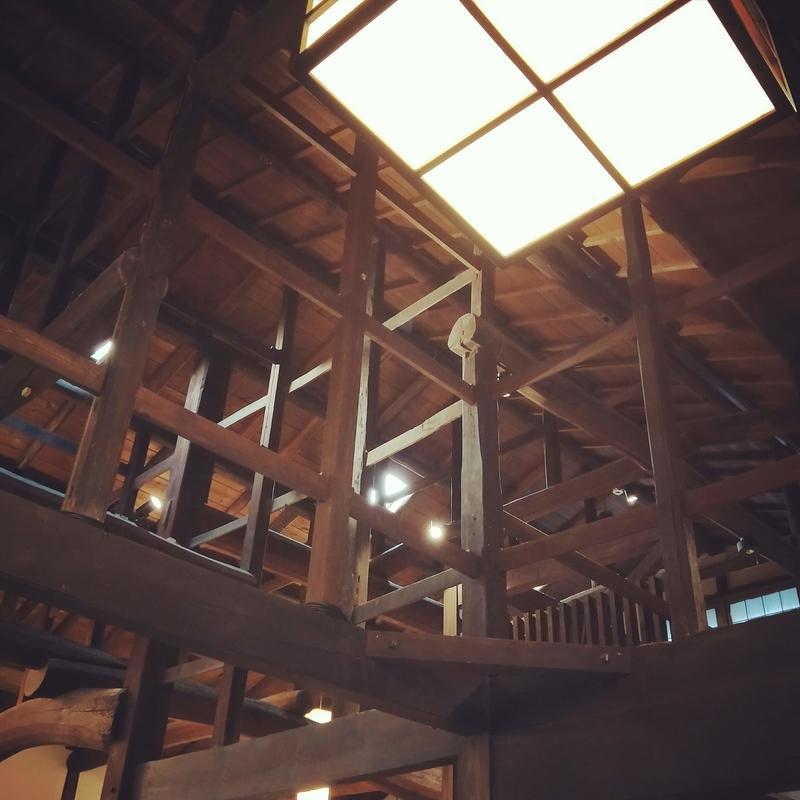 月桂冠の売店の日本家屋の雰囲気が感じられる天井