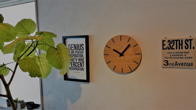 百均で買ったファブリックボードとアクタスの時計