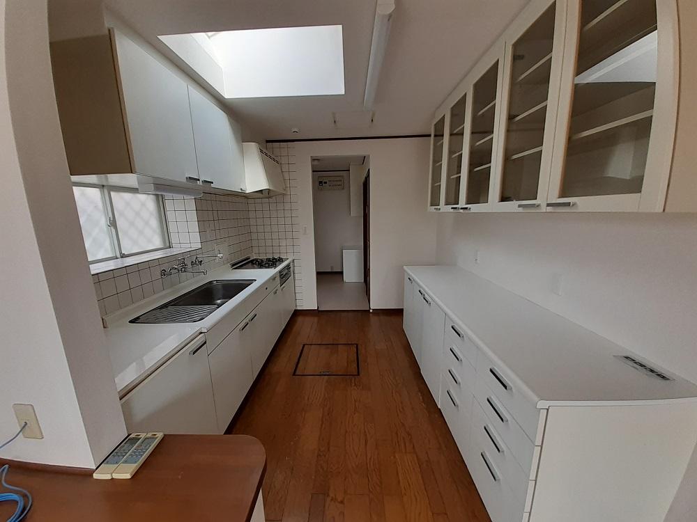 収納たっぷり!作業スペースも充分確保された使いやすいキッチン