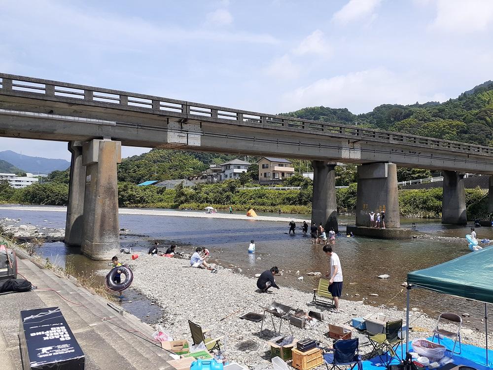 興津川で川遊び