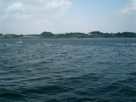 競技中断、波浪の中を1X回漕