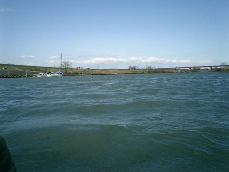 H180319ラフコンの秋が瀬(少し白波が見える)