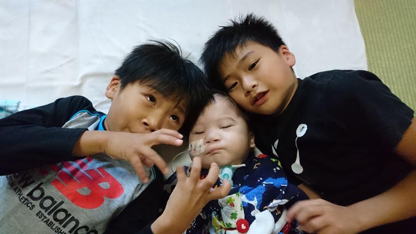 レスパイト旅行で医療的ケア児と一緒に眠ることになったお兄ちゃんたち。