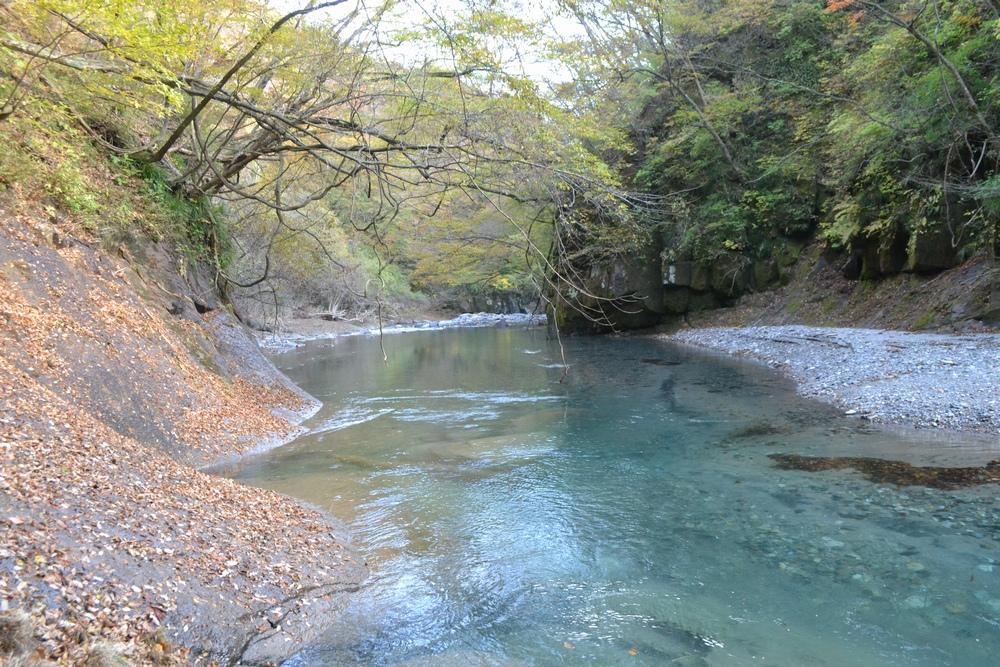 西の郷遊歩道での阿武隈川