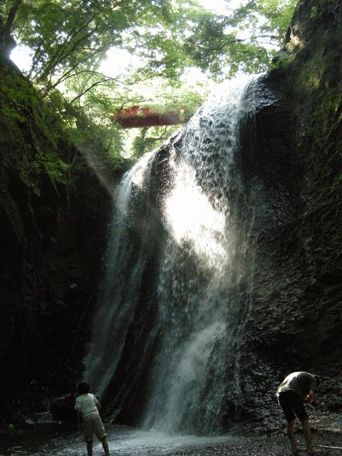 秩父市下吉田にある子の神の滝