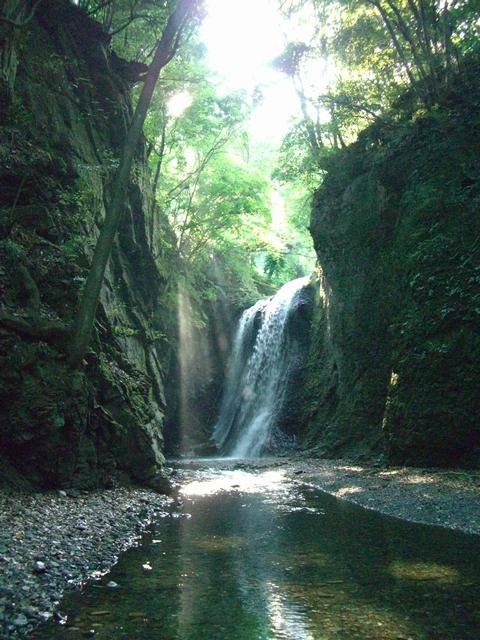 滝空間を楽しんだ子の神の滝