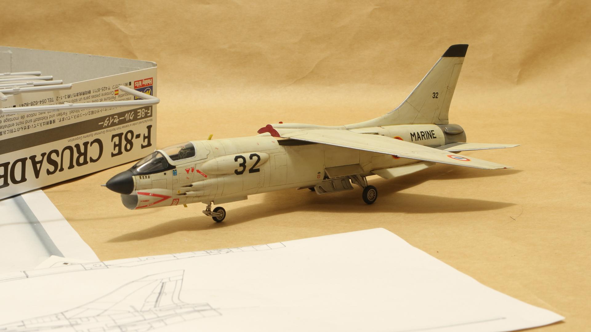 完成したハセガワの1/72のF-8E(FN)