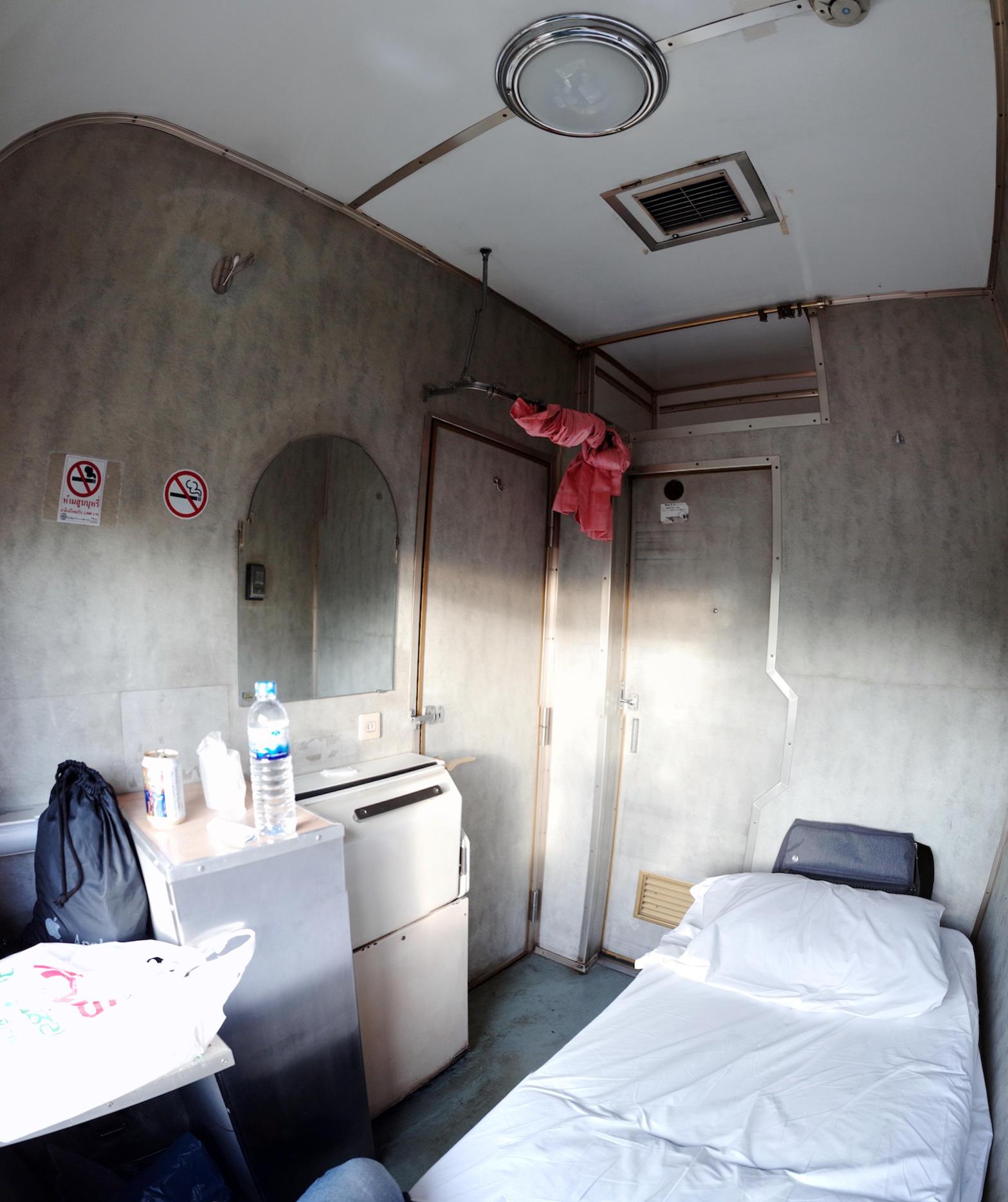 A寝台の旅(2) - Yの王宮