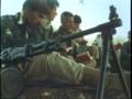 赤Pの一場面 毛沢東語録アラビア語版を読む兵士たち