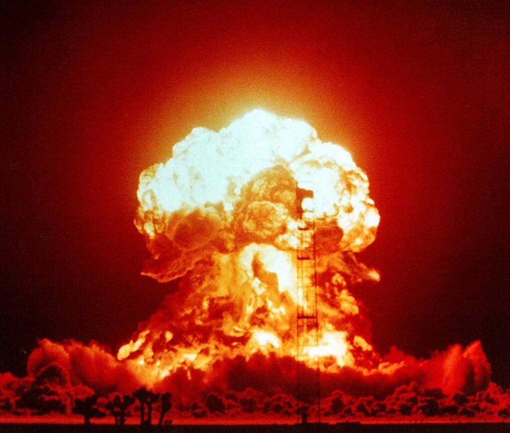 「大爆発」の画像検索結果