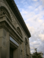 旧三井銀行。パリで撮った凱旋門の写真と似てるこれ。