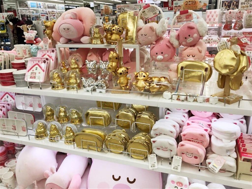 ダイソーの黄金の豚コーナー
