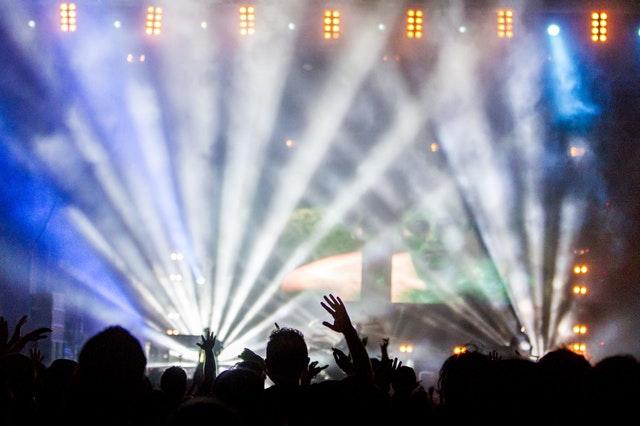 スポットライトがあたるコンサート
