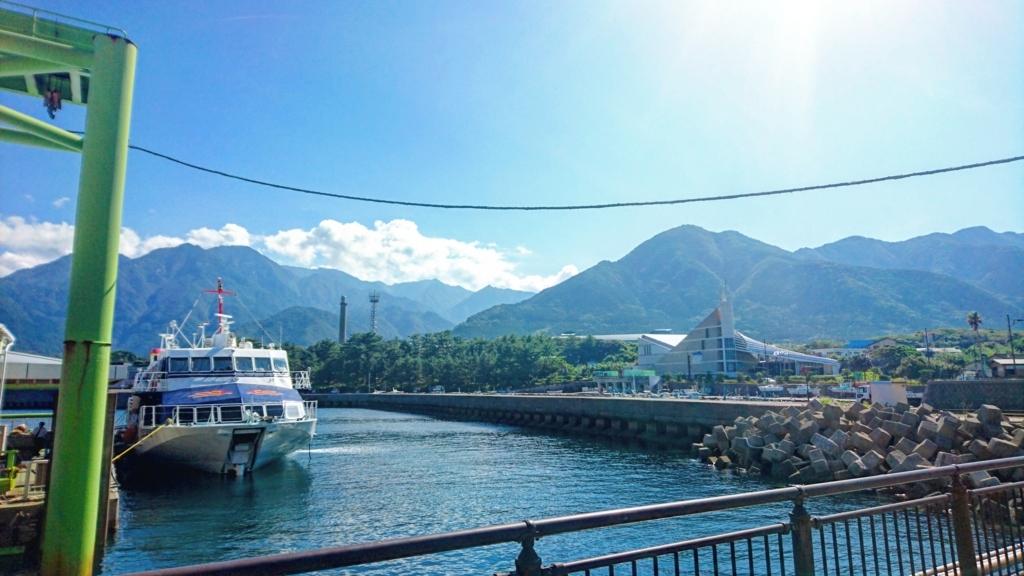 屋久島の船を降りた瞬間に見ることができる景色