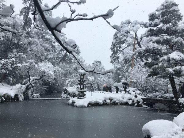 雪景色の兼六園