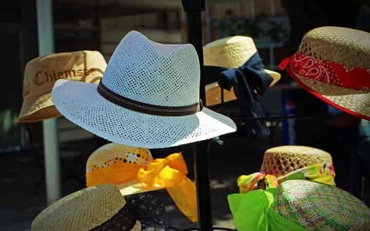 麦わら帽子は夏に買え