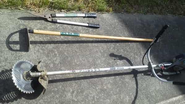 動力草刈り機