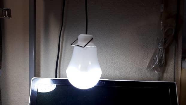 電球型LEDライトをつけた状態