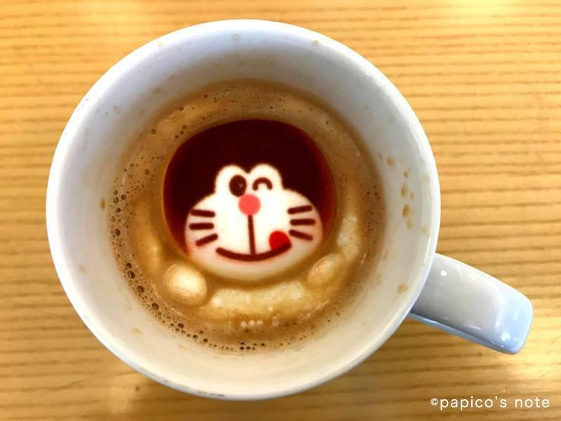 藤子不二雄ミュージアム カフェ ドラえもんフロートマシュマロコーヒー