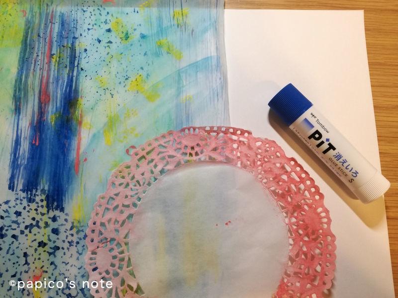 エリック・カール技法で絵を作る 切り絵、スティックのりで貼る