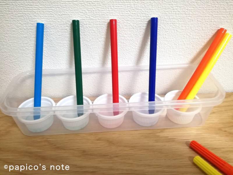 セリア工作 ステンドグラス ペンを水につける