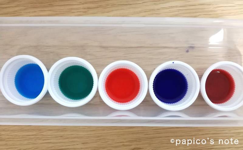 セリア ステンドグラス工作 ペンを水につける
