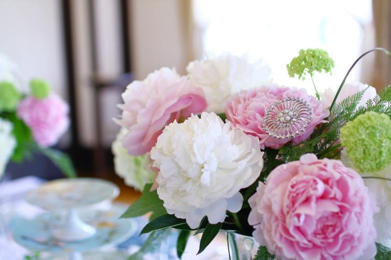 横浜山手西洋館 花と器のハーモニー2018 ベイリック・ホールの芍薬(シャクヤク)のフラワーアレンジメント